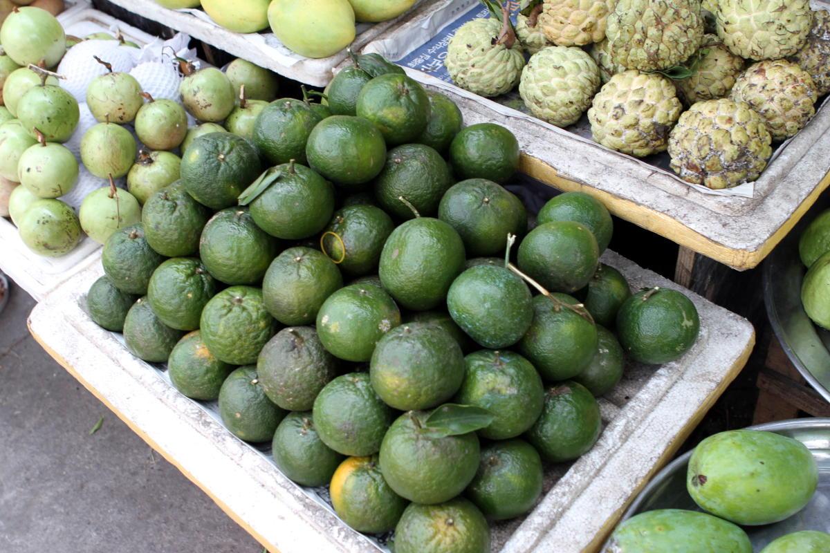 Grüne Orangen in Vietnam