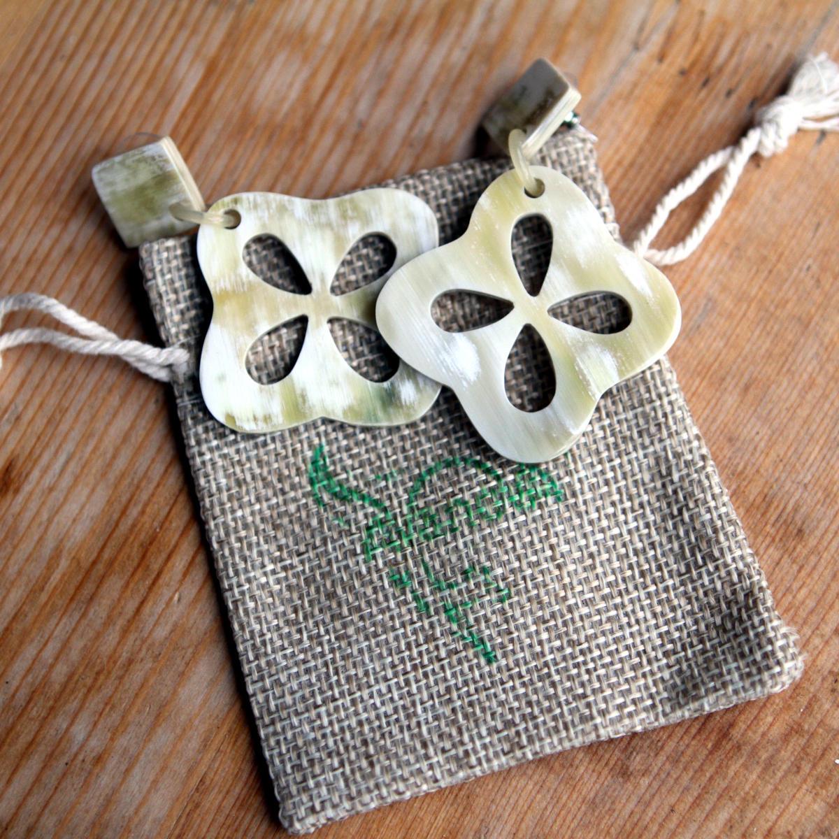Fair Trade Ohrringe aus natürlichem Horn
