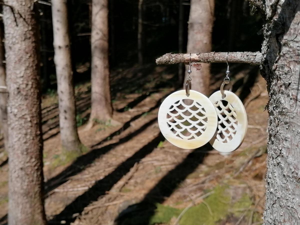 Ohrringe aus Horn, handgemacht und fair gehandelt