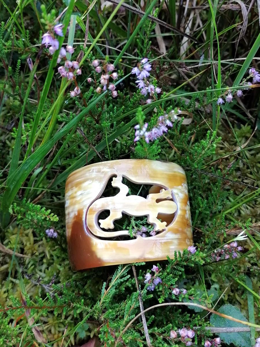 Salamander Armreifen mit blühendem Heidekraut