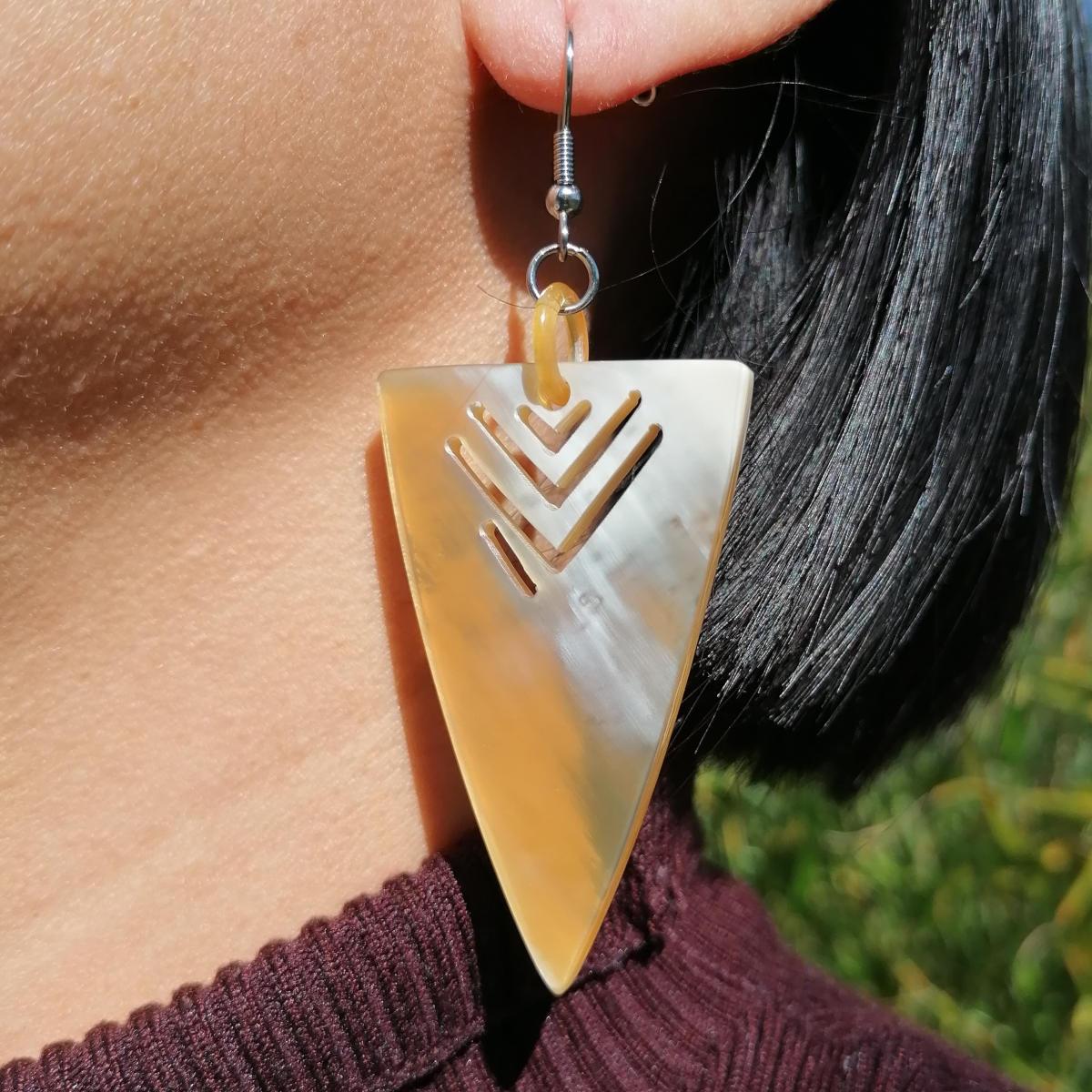 Ethnische Horn Ohrringe aus natürlichem Rinderhorn - Fair Trade Hornschmuck