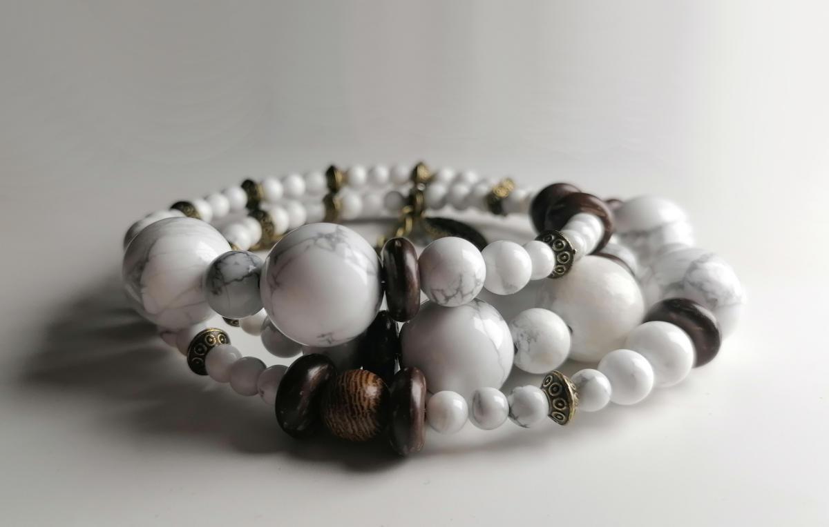 Howlite, coconut, wood - a lovely beaded bracelet