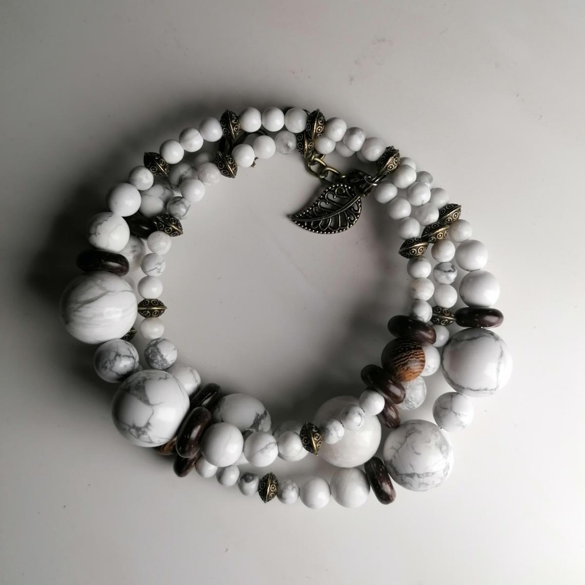 Spiral-Perlenarmbänder aus Howlith - Handgemachte Valentinstagsgeschenke von Avanova Design