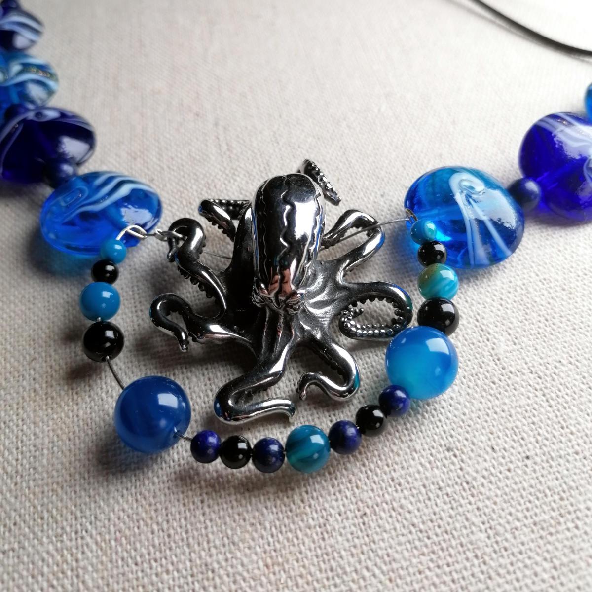 Oktopus Collier aus blauem Glas
