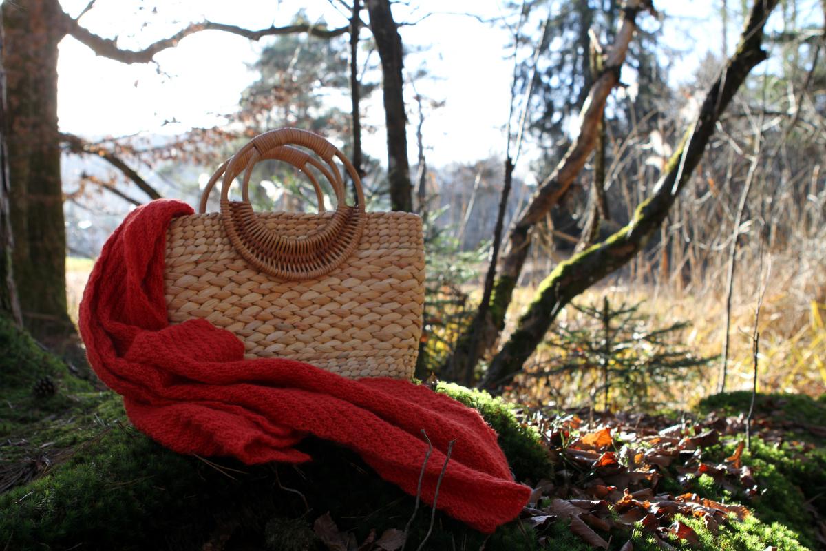 Hübsche Boho-Tasche aus Stroh