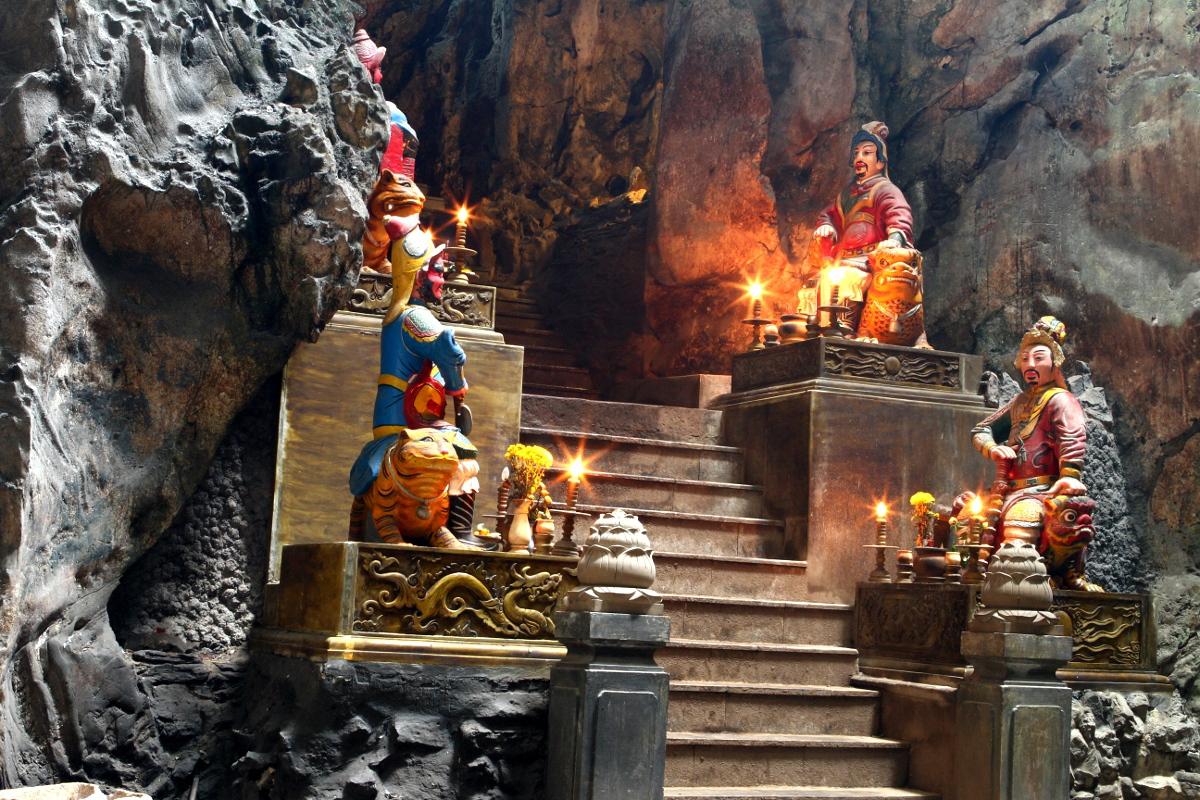 Wächterstatuen im Tempel in Da Nang