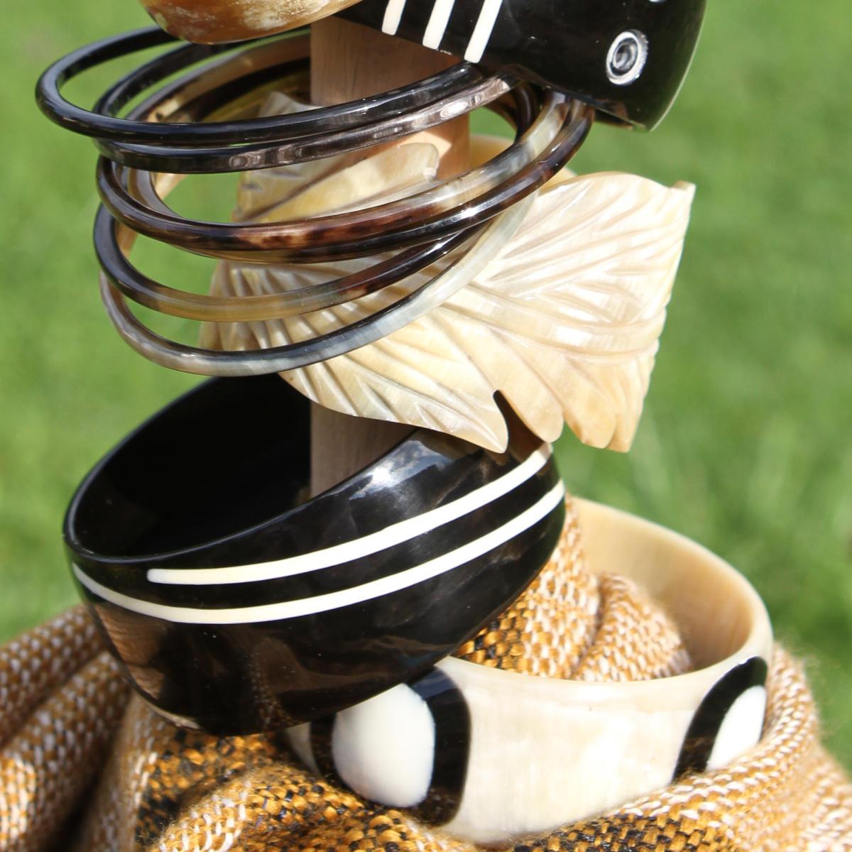 Hornschmuck und unsere Hornarmreifen - das perfekte Geschenk