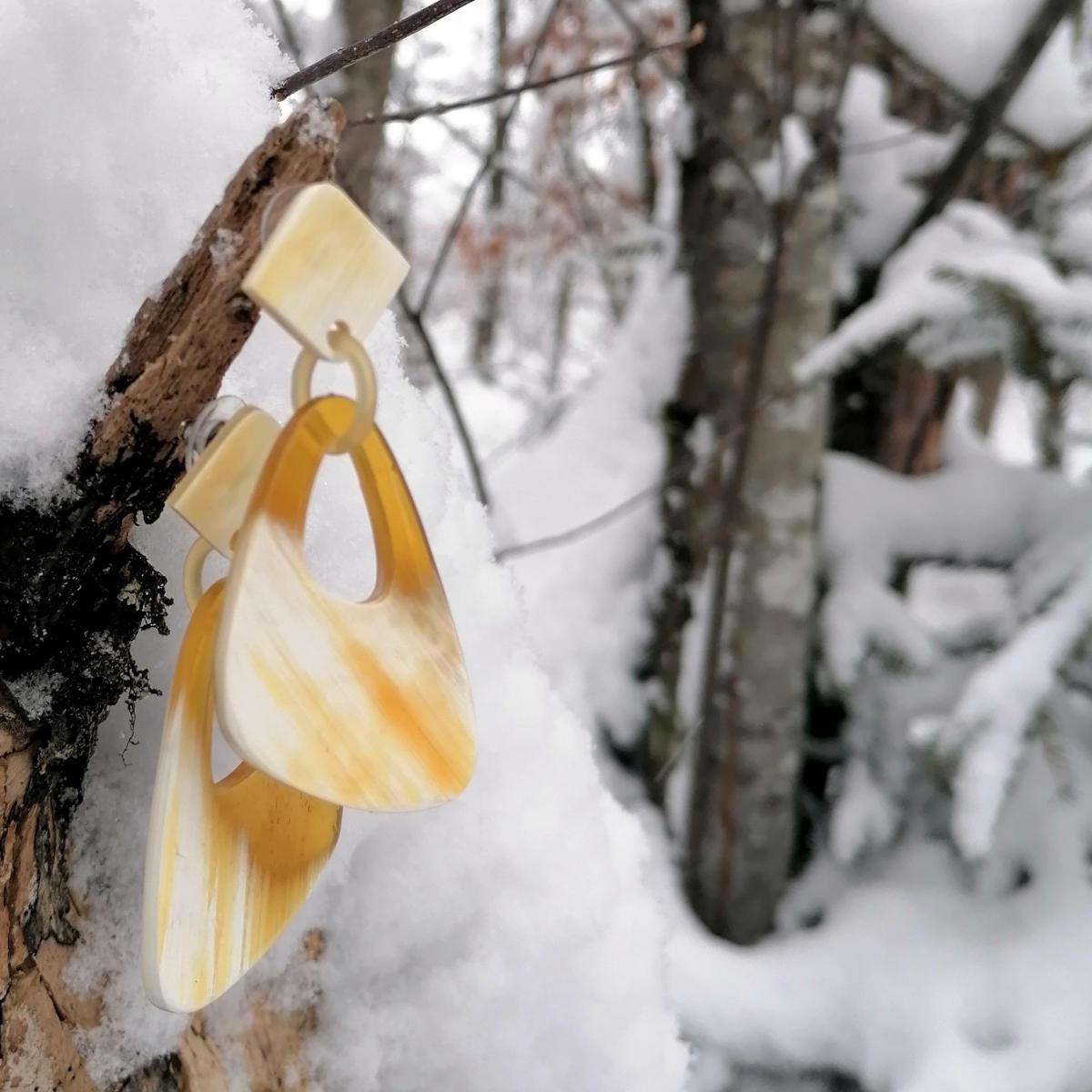 Tolle Ohrringe im Schnee