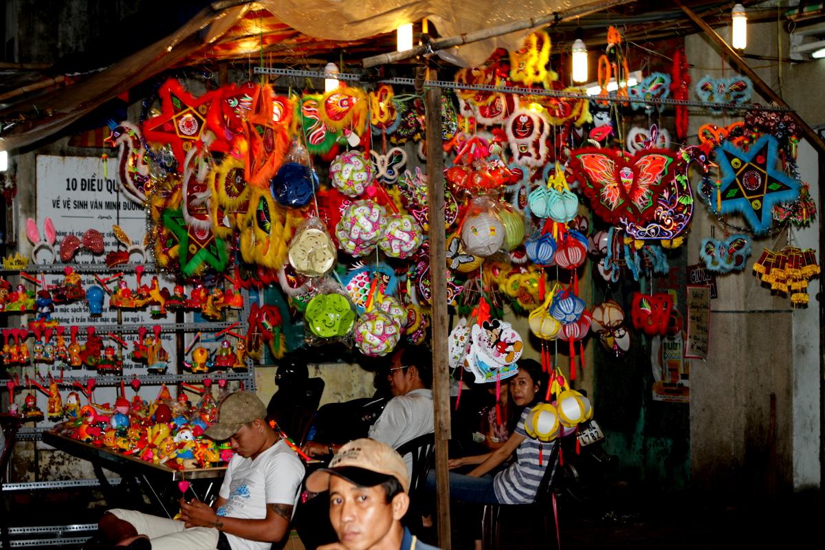 Bunte Laternen für das Herbstfest in Saigon